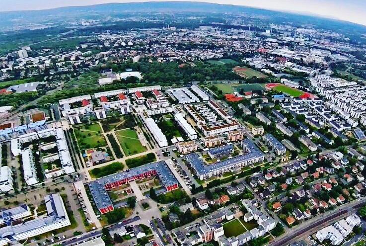 Buche einen Fotoflug mit Dross:Air, ab Mainz Finthen Flugplatz (EDFZ)