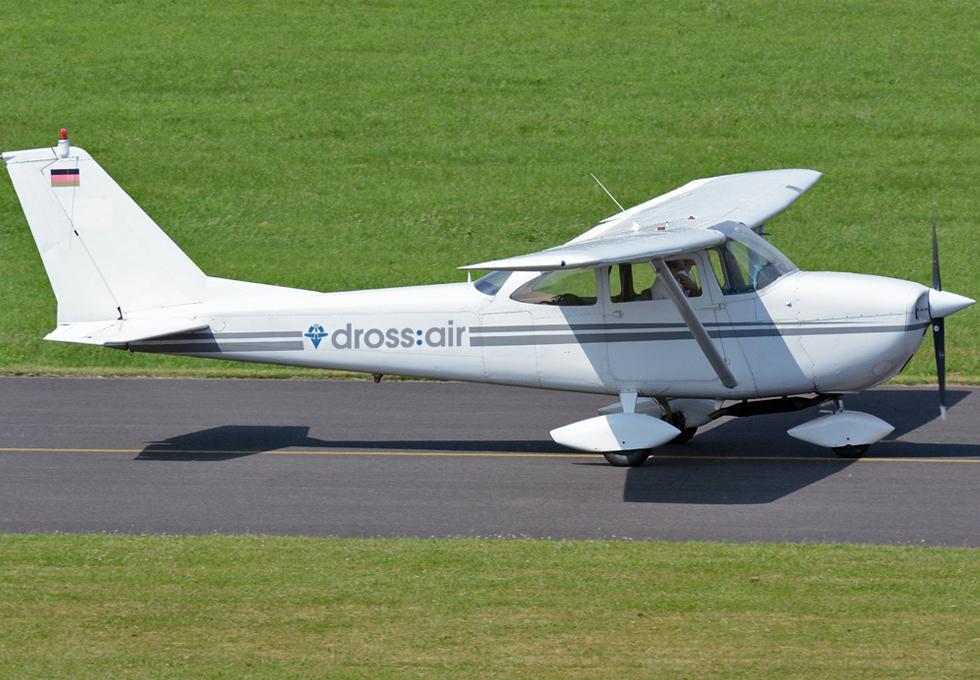 Motorflugzeug Cessna F172G für bis zu drei Gäste