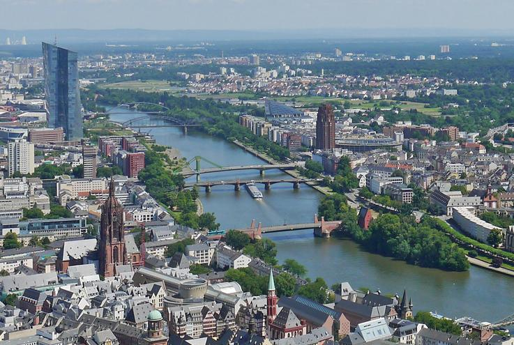 Buche einen Rundflug, den Rhein/ Main entlang, mit Dross:Air ab Mainz Finthen Flugplatz (EDFZ)